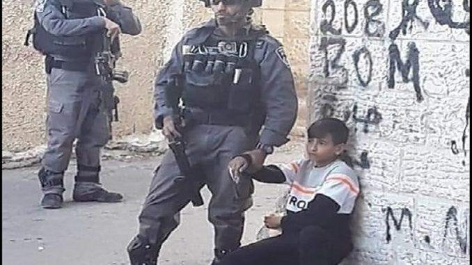 Israeli IDF terrorists kidnap a Palestinian child of 11 years old in Isawiya near Jerusalem
